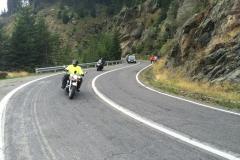 Motocykiści na poludniowym podjezdzie
